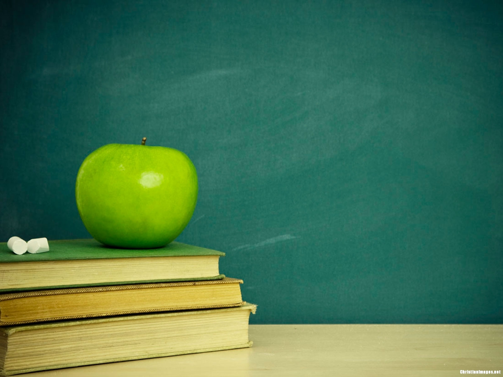 school-green-board-background
